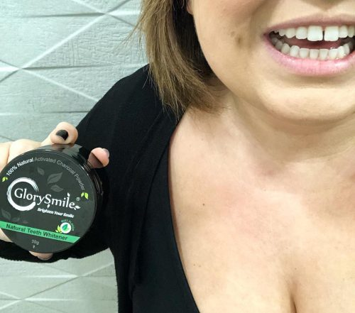 Μαύρη σκόνη λεύκανσης δοντιών με άνθρακα